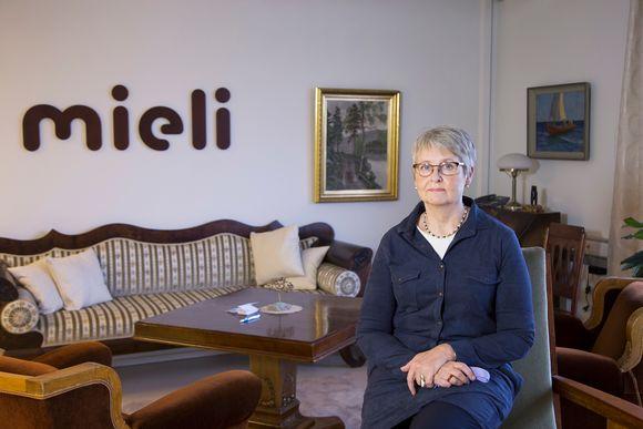 Mielenterveysseuran kriisikeskustoiminnan johtaja Outi Ruishalme