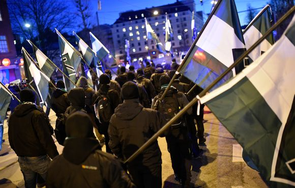 Pohjoismaisen vastarintaliikkeen jäseniä Hakaniemessä.