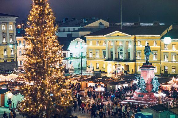 Senaatintori ja Torikorttelit tekevät Helsingistä joulukaupungin.