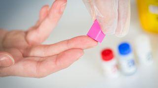Hiv-testausta verestä.