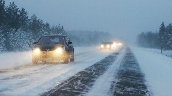 Talviliikennettä Joensuun ja Ilomantsin välisellä tiellä.
