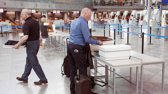 Turvatarkastus-alue Helsinki-Vantaan lentoasemalla.