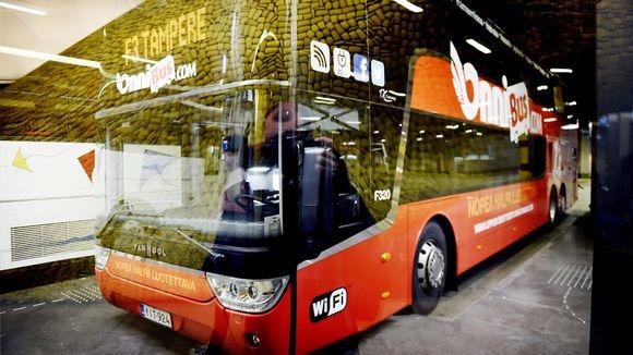 Onnibusin linja-auto kaukoliikenteen terminaalissa Helsingin Kampissa.