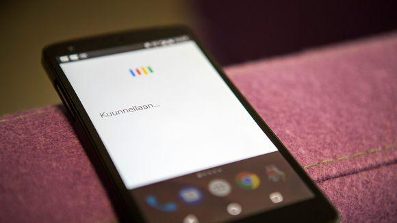 Android-puhelimissa on nykyisin puheenohjaus. Puhelinta voi pyytää soittamaan vaikkapa äidille. Kaikki puheentunnistukselle puhutut jutut päätyvät kuitenkin tallenteina Googlen tietokantaan.