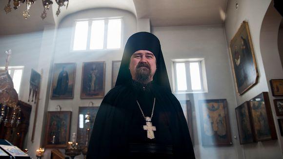 Ortodoksisen munkkiluostarin johtaja arkkimandriitta Sergei.