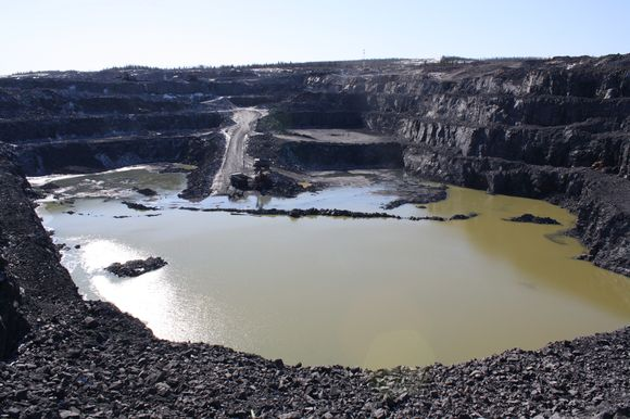 Terrafamen kaivoksen pohjoinen louhos keväällä.
