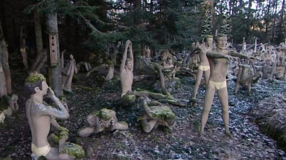 Veijo Rönkkösen patsaita.