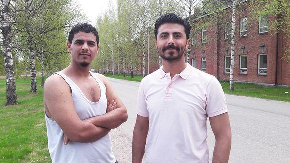 Irakilaiset turvapaikanhakijat Ali Akl ja Mahmoud al-Mashedani tekisivät mielellään mitä tahansa työtä. Tärkeintä on olla aktiivinen, miehet sanovat.