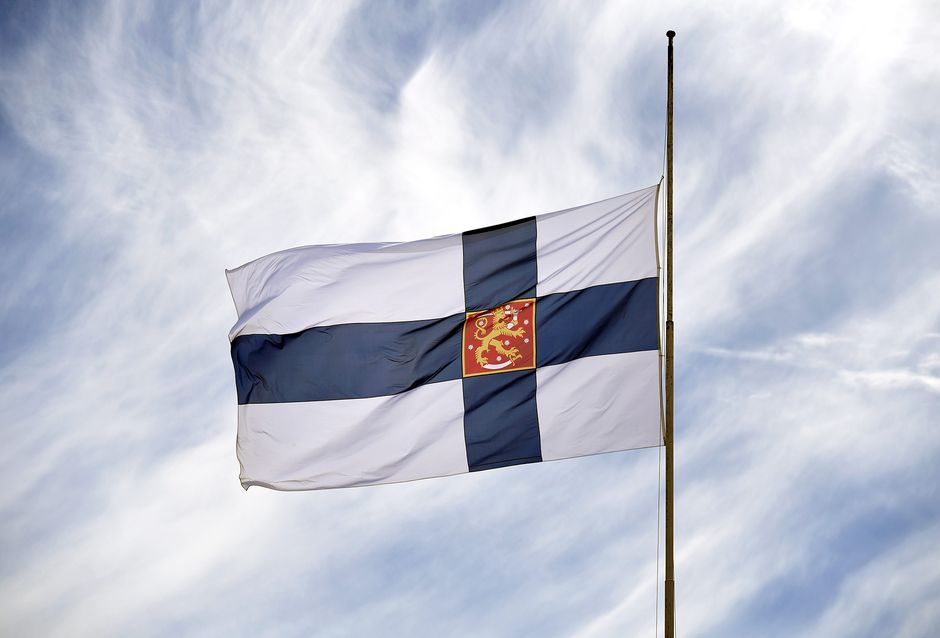 Presidentti Mauno Koiviston valtiollisten hautajaisten suruliputus Helsingissä.