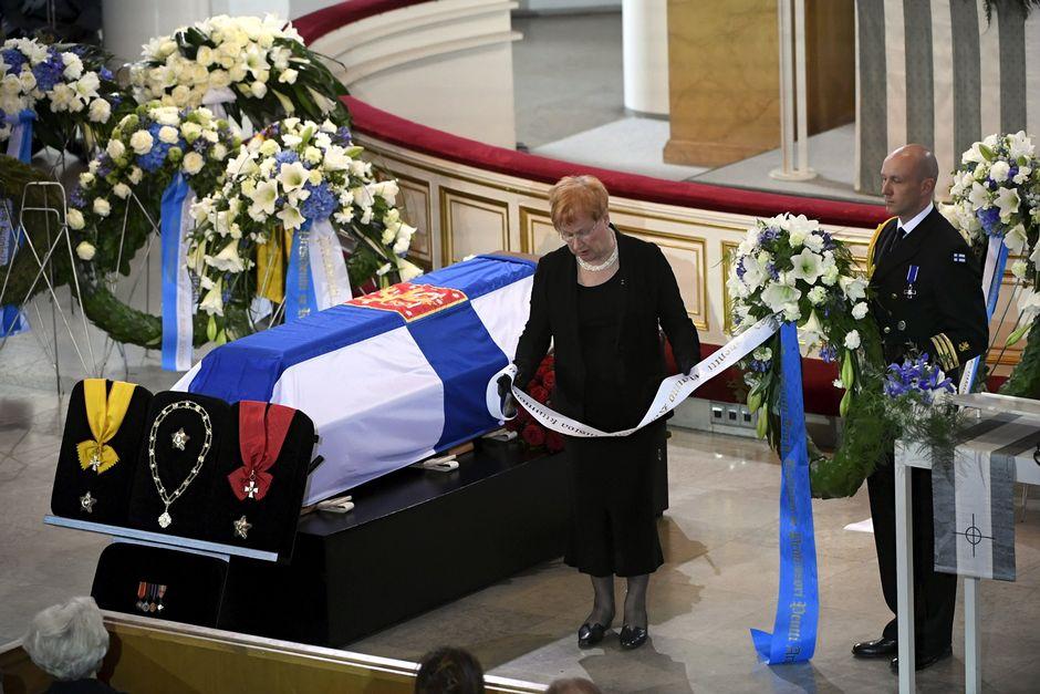Presidentti Tarja Halonen presidentti Mauno Koiviston valtiollisten hautajaisten siunaustilaisuudessa.