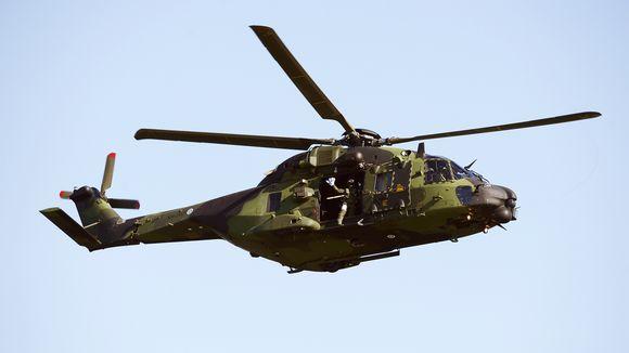 Video: NH-90 kuljetushelikopteri Kaivopuiston lentonäytöksessä.