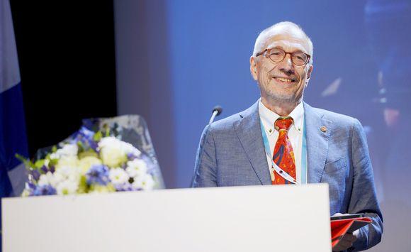 Nils Torvalds valittiin RKP:n presidenttiehdokkaaksi RKP:n puoluekokouksessa Helsingissä 11. kesäkuuta