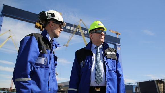 Esko Aho vieraili Turun Meyerin telakalla.