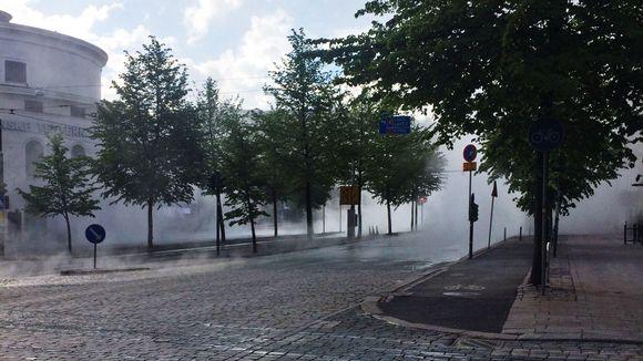 Vesihöyryä kadulla.