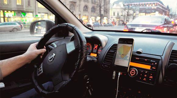 Uber-auton kojelauta.