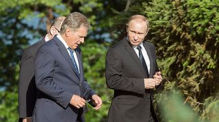 Venäjän presidentti Vladimir Putin vieraili suomessa ja tapasi Suomen presidentti Sauli Niinistön Kultarannassa Naantalissa.