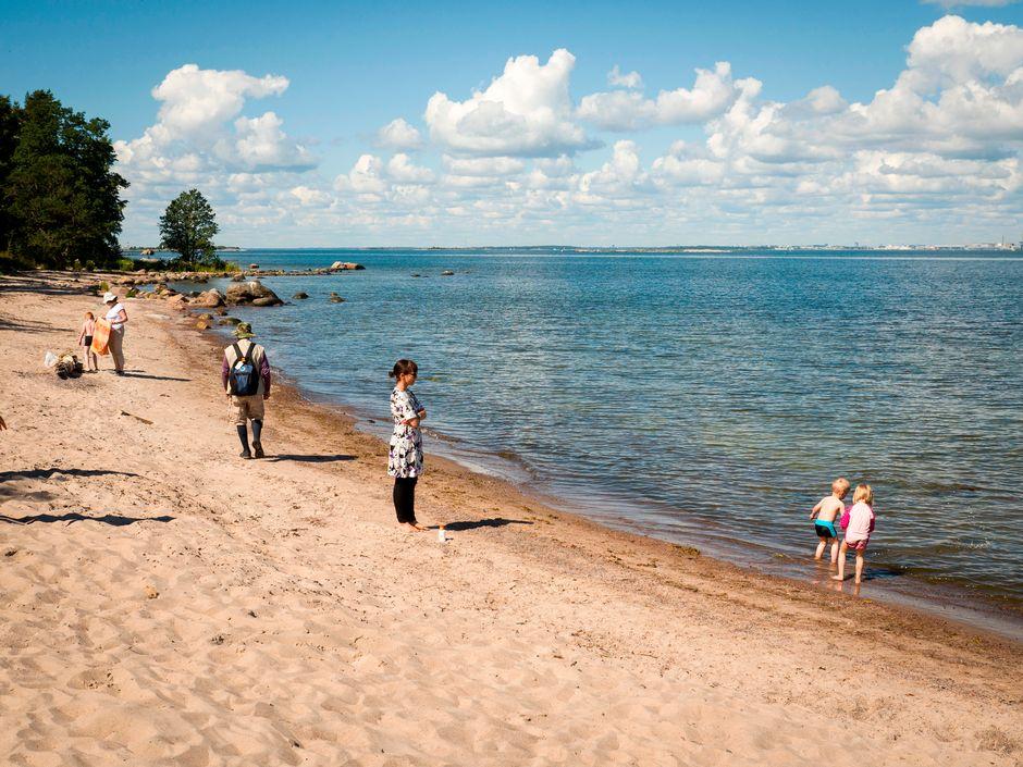 Helsingin eteläisimmät hiekkarannat ovat Isosaaressa.