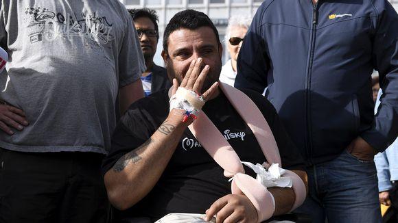 Turun puukotusiskussa loukkaantunut Hassan Zubier vieraili tapahtumapaikalla Turun kauppatorilla sunnuntaina 20. elokuuta 2017.