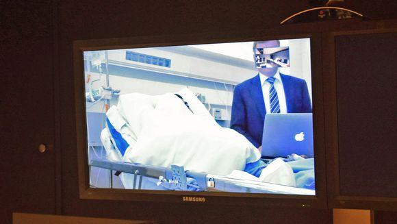 Turun puukottajaa kuulustellaan videoyhteyden välityksellä vangitsemisoikeudenkäynnissä.