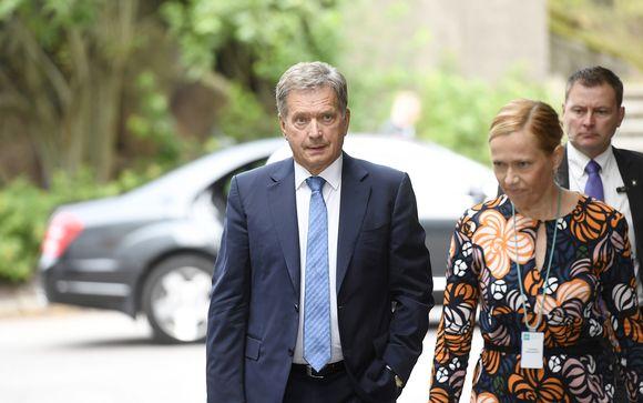 Ajankohtaistoiminnan päätoimittaja Riikka Venäläinen toivotti tasavallan presidentti Sauli Niinistön tervetulleeksi Ylen Ykkösaamun vieraaksi Helsingissä 2. syyskuuta.