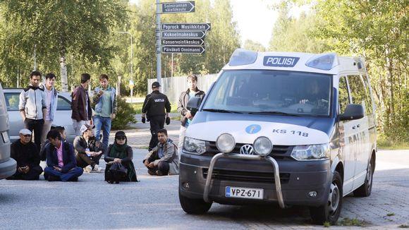Poliisi ja mielenosoittajat joutuivat vastakkain Jyväskylässä toimivassa vastaanottokeskuksessa maanantaina 4. syyskuuta