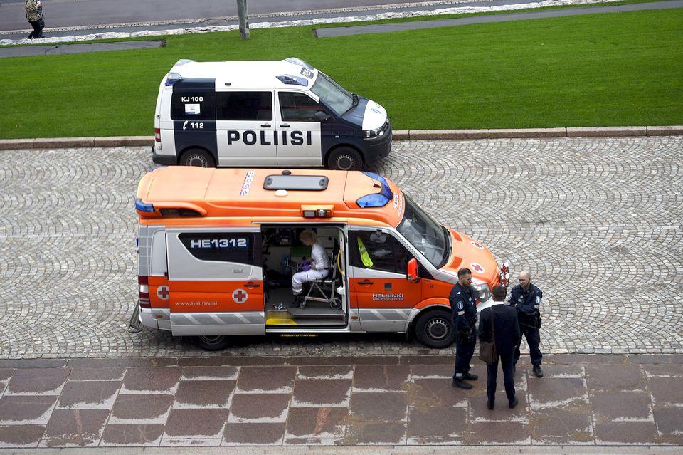 ВХельсинки назвавшиеся русской гей-парой мужчины изрезали себя ножами