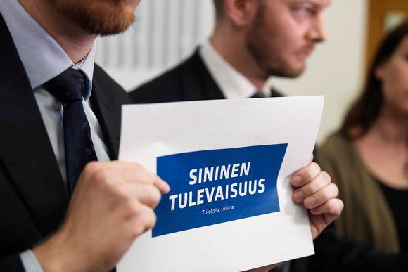 sininen tulevaisuus -logo paperilla