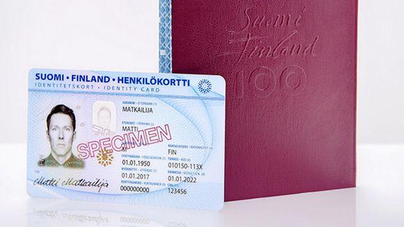Kuva vuoden 2017 alussa käyttöön otettujen uusien passien ja henkilökorttien ulkoasusta.