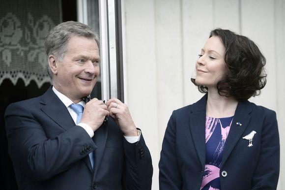 Presidentti Sauli Niinistö ja rouva Jenni Haukio Viron presidentti Toomas Henrik Ilveksen kotitilalla Ärmassa