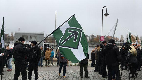 Pohjoismaiden vastarintaliikkeen mielenosoitus Tampereen Laukontorilla