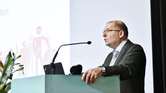 Puheenjohtaja Riku Aalto.