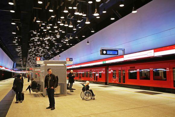 Lauttasaaren metroaseman laituri.