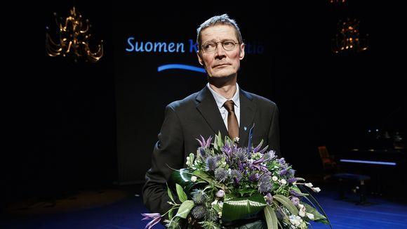 Kaunokirjallisuuden Finlandia-palkinnon voittaja Juha Hurme Helsingissä keskiviikkona 29. marraskuuta.