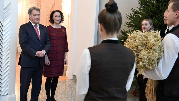 Tasavallan presidentti Sauli Niinistö ja puoliso rouva Jenni Haukio vastaanottavat perinteiset joulutervehdykset Mäntyniemessä.