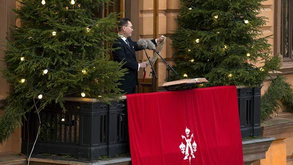 Turun kaupungin protokollapäällikkö Mika Akkanen julistaa joulurauhan Turussa jouluaattona 24. joulukuuta 2017.