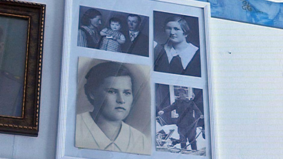 vanhoja valokuvia kehyksissä