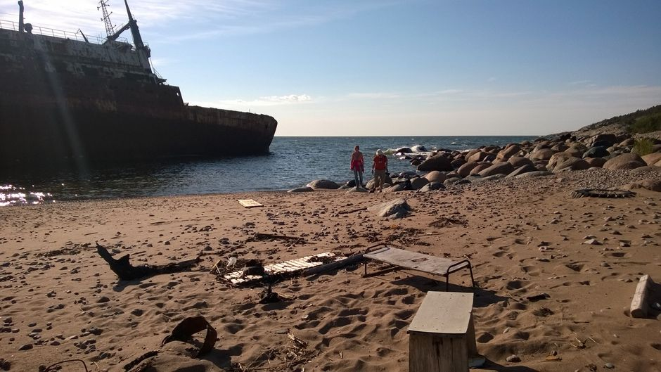 Laivan hylky rannassa