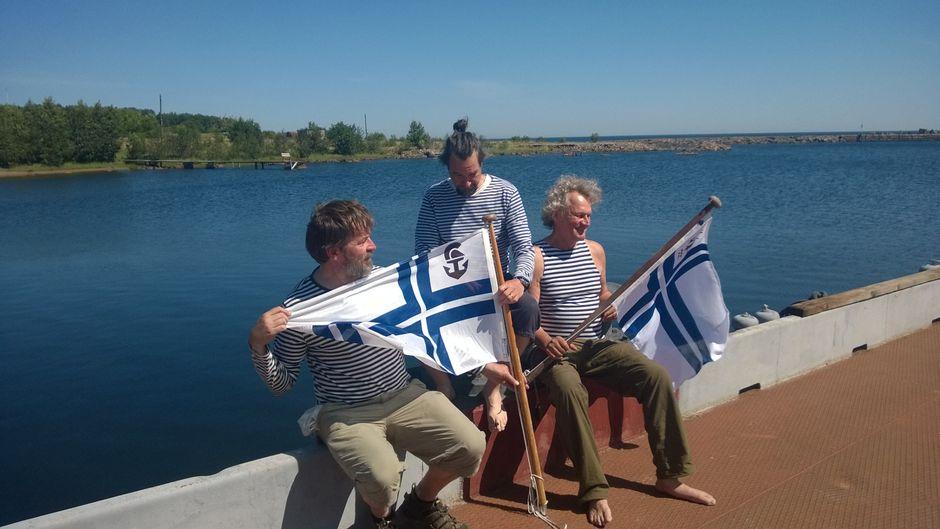 Kolme miestä veneessä