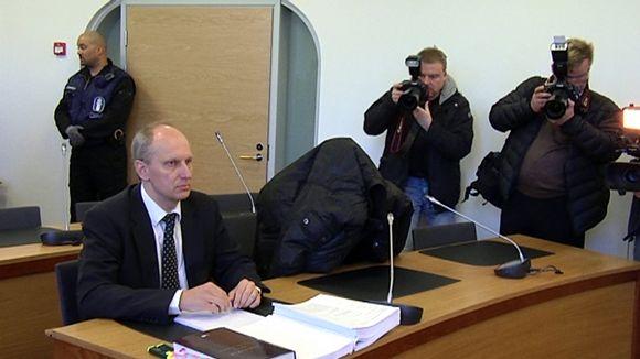 Lapsikaappauksesta epäilty kotkalaismies ja asianajaja Kymenlaakson käräjäoikeudessa.