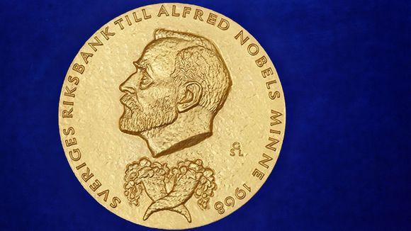 Ruotsin keskuspankin taloustieteen palkinto Alfred Nobelin muistoksi mitali.