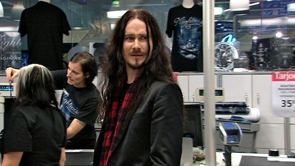 kosketinsoittaja ja yhtyeen johtaja Tuomas Holopainen.