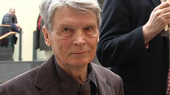 Kirjailija Antti Hyry.