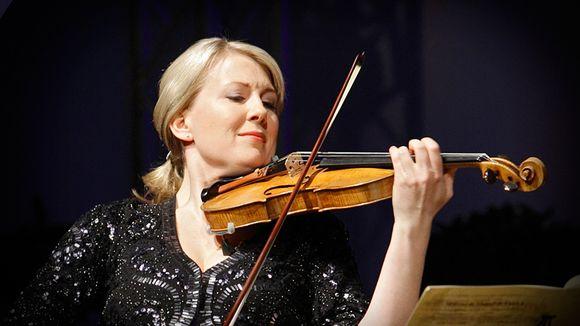 Elina Vähälä ja professori Faltinin viulu.