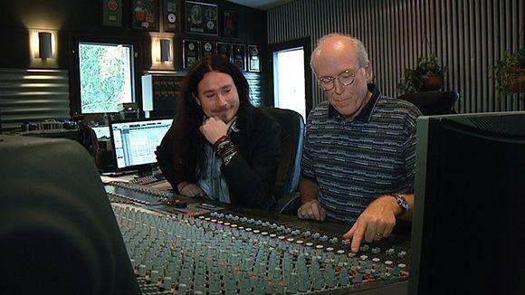 Tuomas Holopainen ja Don Rosa studiossa Hollolassa.
