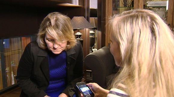 Video: Tv-sarja Simpsoneiden pääroolittaja Bonita Pietilä kuuntelee suomalaisjulkkisten ääniä.