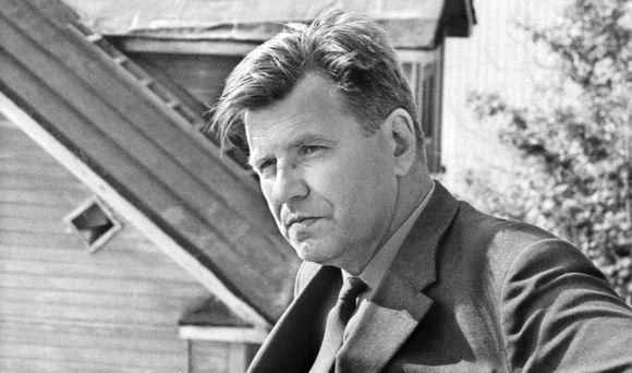 Kirjailija Lauri Viita Pispalanharjulla Tampereella vuonna 1965.