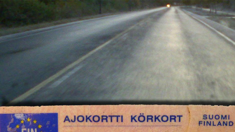 Kuva ajokortista ja maantiestä