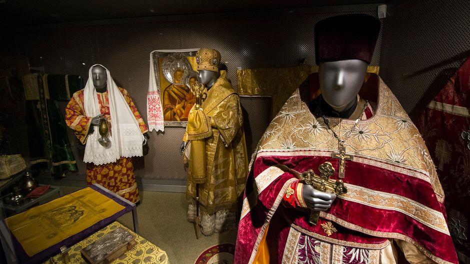 Ortodoksikirkon seitsemää sakramenttia kuvaavia hahmoja ortodoksisessa kirkkomuseossa Kuopiossa