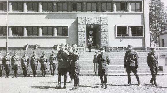 Mannerheim Huuhanmäen kasarmilla