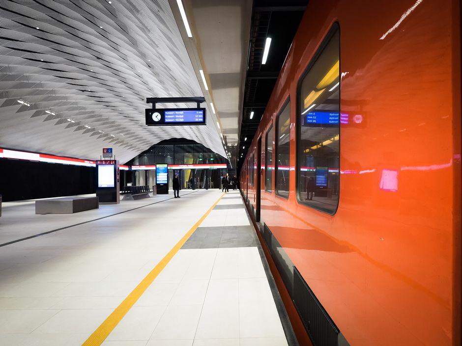 Metro Matinkylän asemalla.